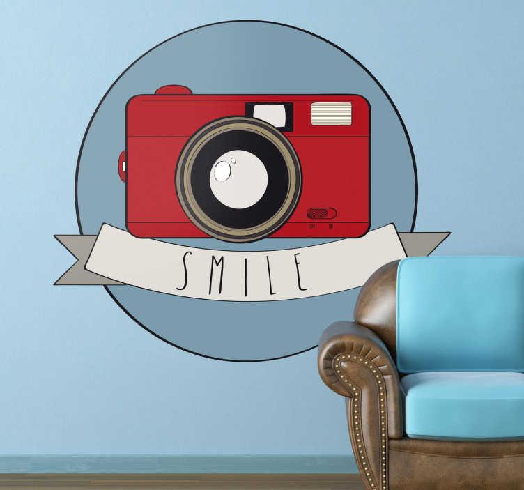 TenStickers. Naklejka uśmiech!. Naklejka dekoracyjna w stylu retro przedstawiająca bordowy aparat z napisem 'Smile' na wstędze.