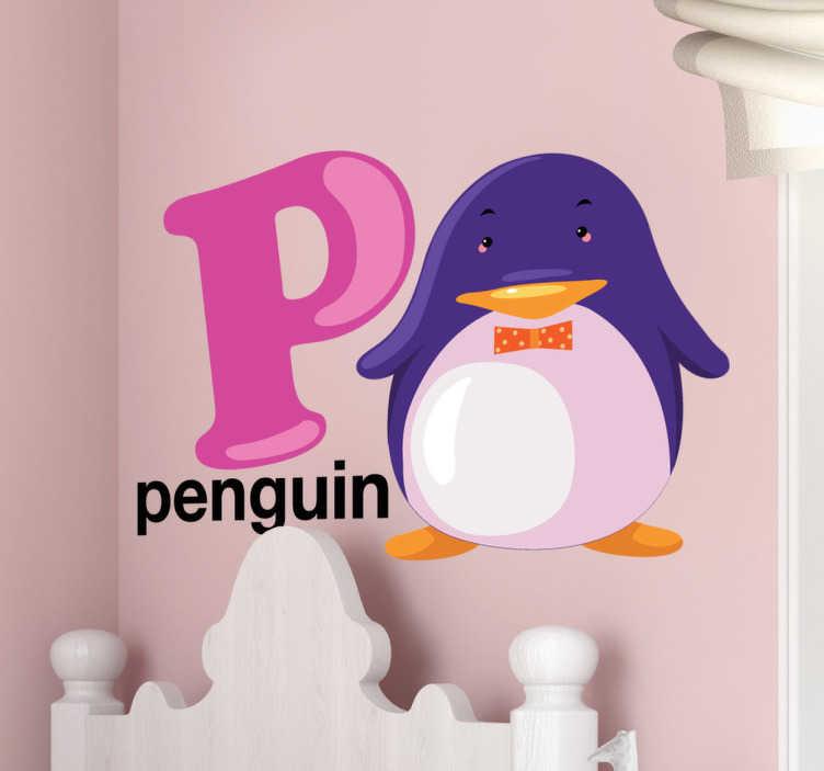 """TenStickers. """"p"""" brev og en pingvin mur klistermærker til børn. Et smukt design, der viser et """"p"""" brev og en pingvin vil se perfekt ud på væggene i dit barns soveværelse! Dekorere deres værelse med denne søde klistermærke!"""