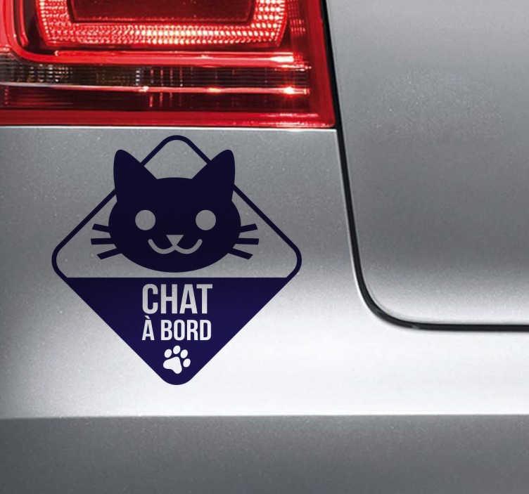 TenStickers. Sticker dessin chat à bord. Un sticker original et amusant pour prévenir les autres usagers de la présence de votre animal de compagnie à bord de votre voiture.