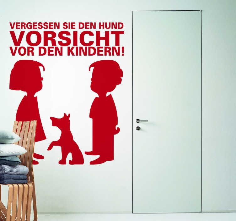 TenStickers. Vorsicht Kinder Aufkleber. Vergessen Sie den Hund.. Vorsicht vor den Kindern! Dieses lustige Wandtattoo macht Ihre Wand zu einem echten Hingucker.