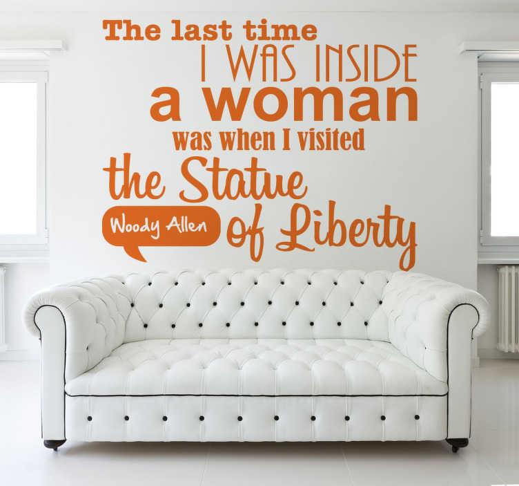 "TenStickers. Naklejka cytat Wood Allen. Zabawny tekst Wood'ego Allen'a w formie naklejki dekoracyjnej ""The last time I was inside a woman was when I visted the Statue of Liberty""."
