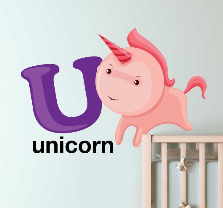 TenStickers. Naklejka litera U. Naklejka na ścianę dla dzieci z kolekcji litery alfabetu. Obrazek przedstawia różowego jednorożca, którego odpowiednikiem jest angielski napis unicorn.