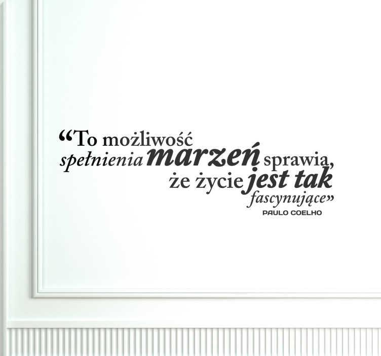 TenStickers. Naklejka cytat spełnienie marzeń. Naklejka na ścianę ze słowami skłaniającymi do refleksji. Cytat znanego pisarza z Brazylii Paulo Coelho.