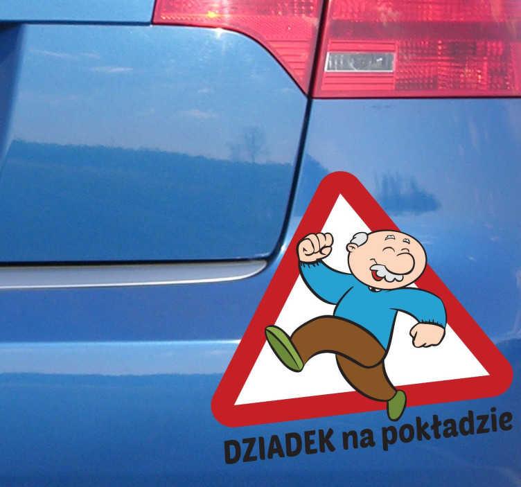 TenStickers. Naklejka dziadek na pokładzie. Pozytywna naklejka na samochód przedstawiająca w bardzo dobrej kondycji dziadka, z napisem dziadek na pokładzie. Ozdób swoje auto!