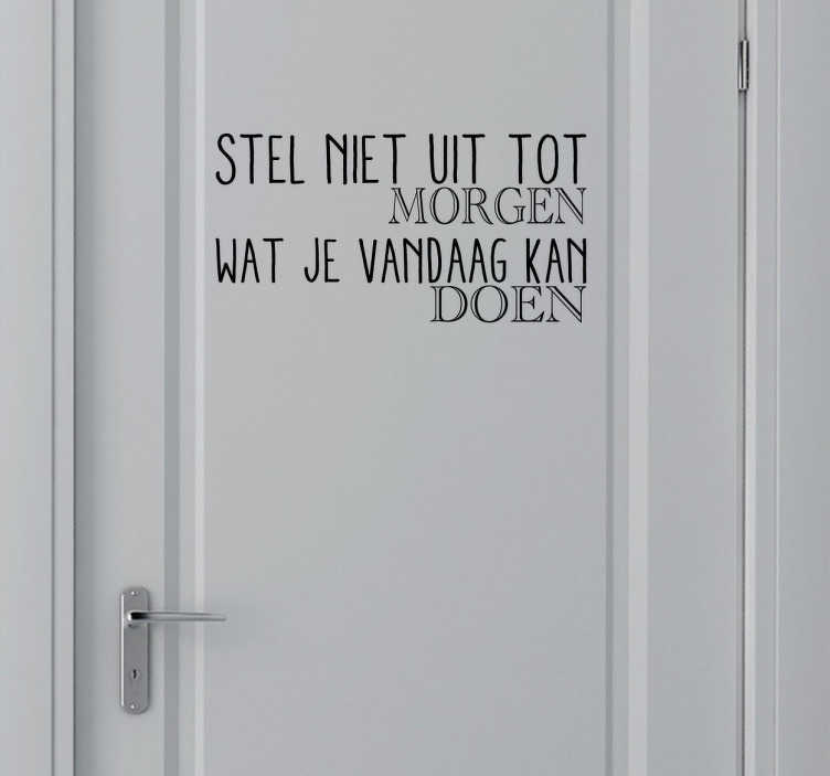 """TenStickers. Sticker spreekwoord uitstellen morgen. Een muursticker voor de decoratie van uw woning! """" Stel niet uit tot morgen wat je vandaag kan doen """"."""
