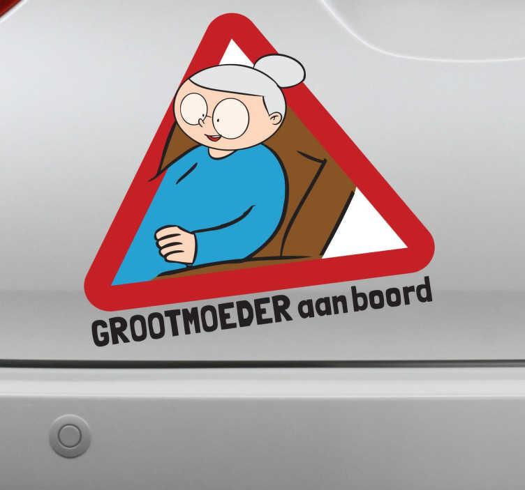 TenStickers. Sticker grootmoeder aan boord auto. Een leuke en grappige decoratie sticker voor op de wagen! Geef aan met deze sticker dat je oma zich in je wagen bevindt.