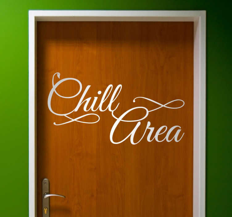 TenVinilo. Vinilo decorativo texto Chill Area. Indica claramente qué zona de tu negocio o tu hogar es un espacio dedicado al relax con este adhesivo pensado para puertas de un elegante texto caligráfico.