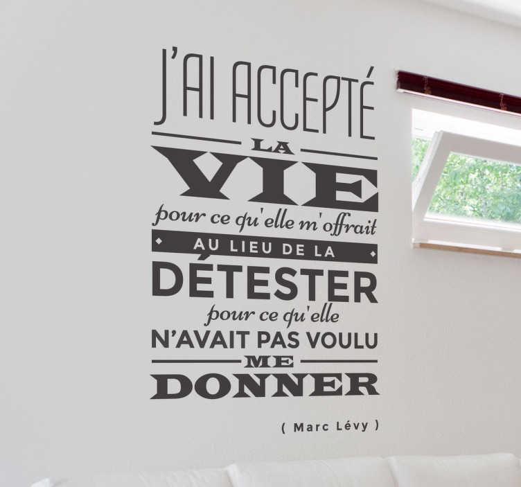 TenStickers. Sticker vie Marc Lévy. Prenez la vie avec philosophie en décorant votre intérieur avec cette jolie citation de Marc Lévy sur sticker.