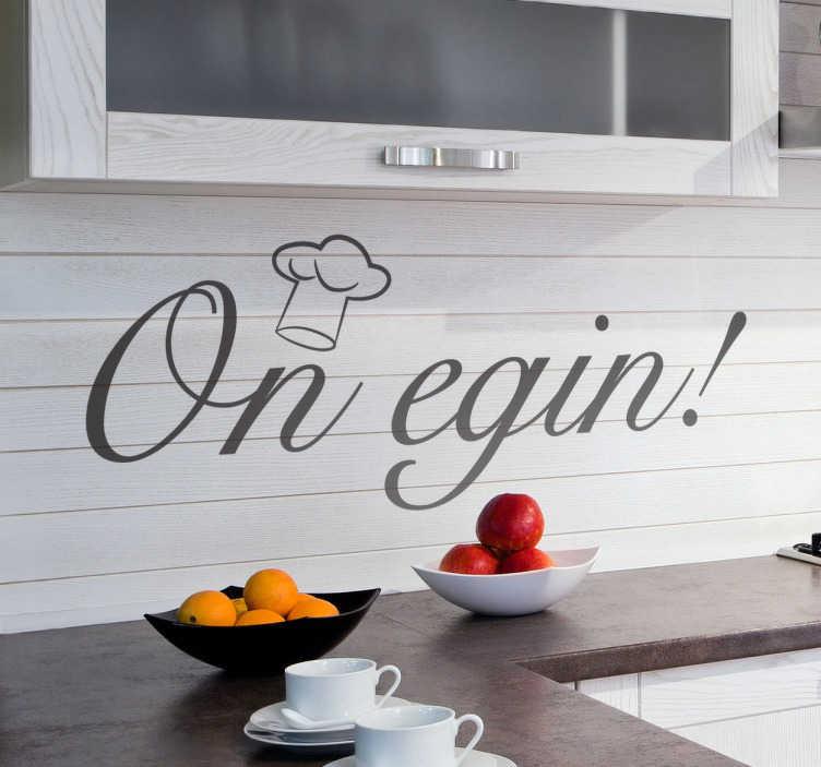 TenVinilo. Vinilo decorativo cocina on egin. Desea un buen provecho a tus comensales con este original vinilo para decoración en vasco, con texto caligráfico y coronado por un gorro de chef ilustrado.