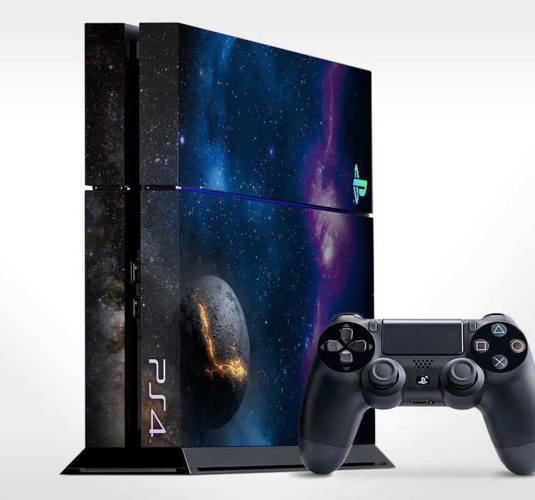 TenStickers. Sticker PlayStation espace. Personnalisez votre console de jeux et voyagez dans un monde intersidéral au-delà de notre galaxie avec ce spectaculaire sticker conçu pour décorer votre PS4.