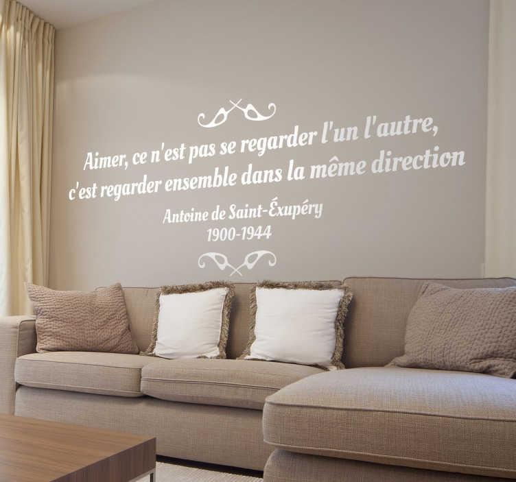 TenStickers. Sticker texte Saint-Exupéry. Prouvez votre amour à votre moitié en lui offrant cette romantique citation d'Antoine de Saint-Exupéry sur sticker. Une jolie décoration pour votre salon ou votre chambre.