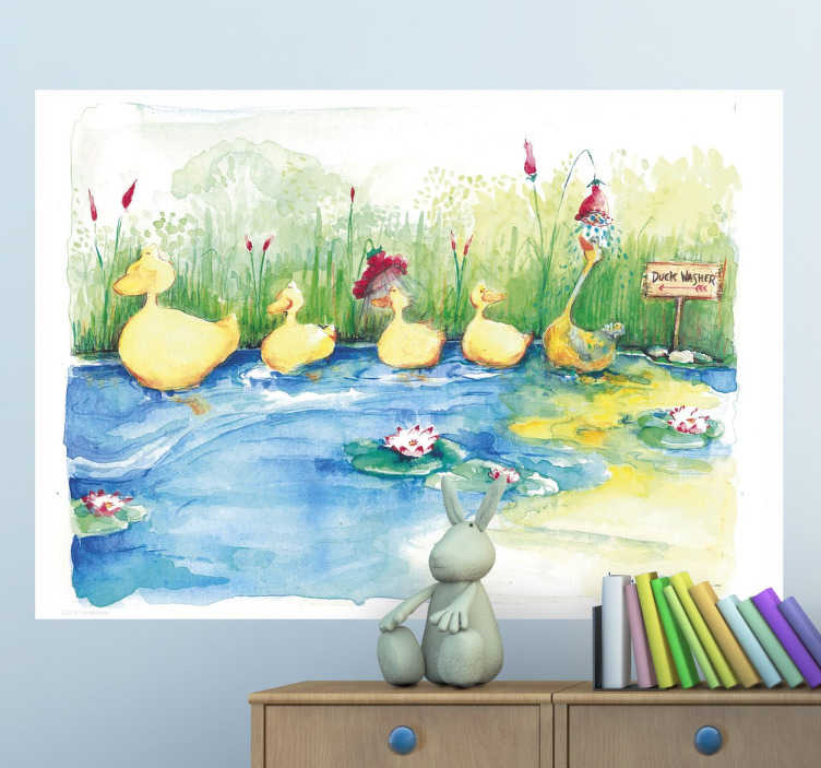 TenVinilo. Vinilo infantil familia patitos. Colorida ilustración de Lol Malone para tenvinilo.com de una divertida familia de patos en un estanque. Vinilo ideal para decorar el cuarto de tus hijos.