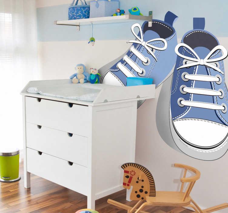 TenStickers. Sticker kinderkamer schoenen blauw. Een leuke muursticker van een paar blauwe schoenen. Gebruik deze mooie decoratie sticker in de slaapkamer of speelhoek van je kinderen.