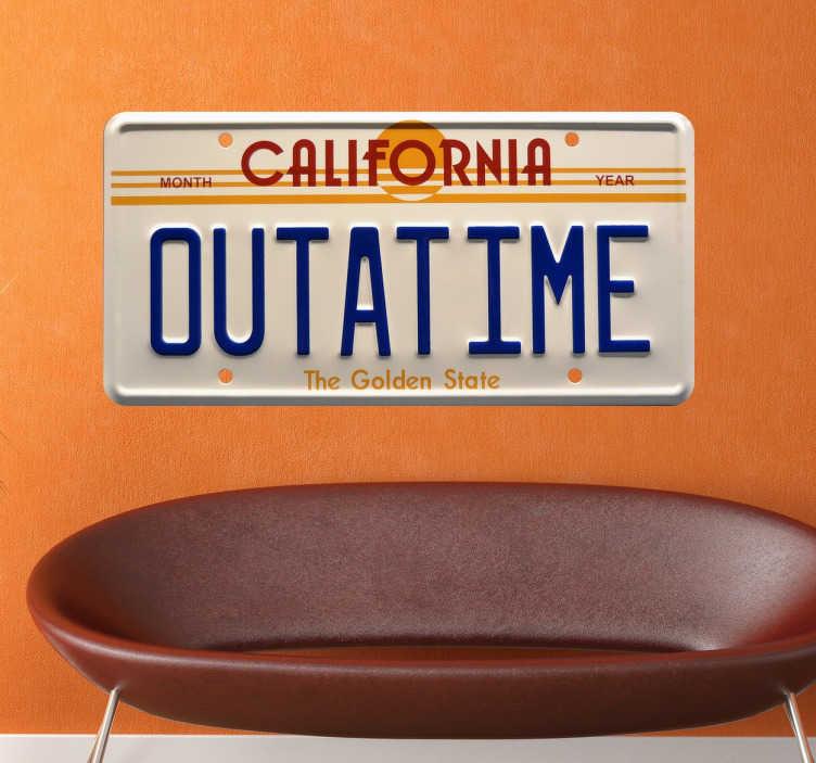 TenStickers. Sticker retour vers futur outatime. Sticker exclusif pour les vrais fans de la saga Retour vers le Futur. Personnalisez votre déco avec cet autocollant unique de la DeLorean.