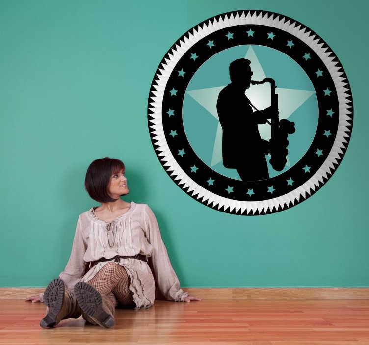 TenVinilo. Adhesivo circular retro estrella saxo. Vinilo decorativo musical. Fondo de estrellas en combinación de tonos de verde y negro. Delante un hombre con gafas de sol tocando el saxo.