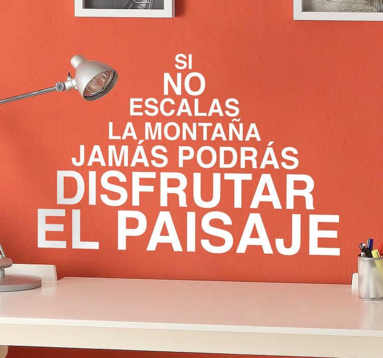 TenVinilo. Vinilo Pablo Neruda montaña. Una fantástica cita poética de nuestra colección de vinilos frases literarias realizada por el fantástico escritor chileno. Si no escalas la montaña jamás podrás disfrutar el paisaje, unos versos que invitan a superarnos día a día y con los que podrás decorar tu casa.