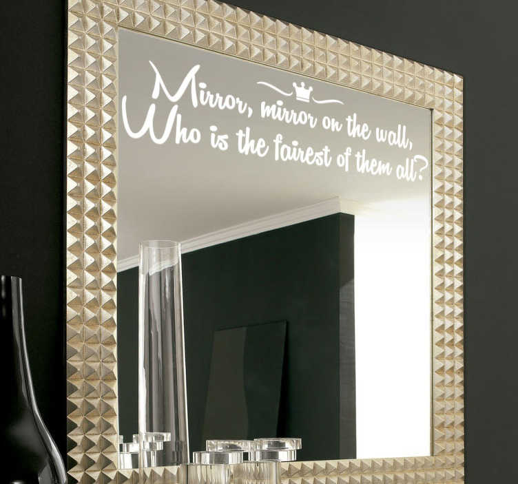 "TenStickers. Wallstickers tekst mirror on the wall. Et flot design med teksten ""Mirror, mirror on the wall, who is the fairest of them all?"". Denne sticker er perfekt til at sætte på dit spejl"