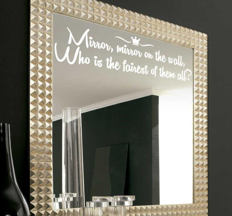 TenVinilo. Vinilo frase espejo magico en inglés. Vinilo decorativo para espejo con el texto en inglés que recita la malvada bruja de Blancanieves en la película de Disney.