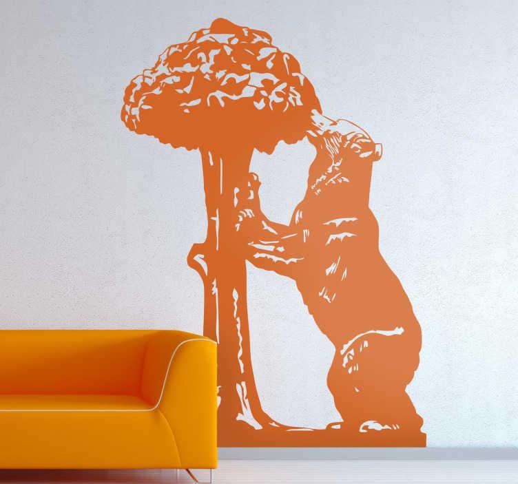 TenStickers. Adesivo murale orso. Adesivo murale raffigurante un orso intento ad arrampicarsi su di un albero, adesivo inspirato alla scultura presente a Madrid nella porta del sole.