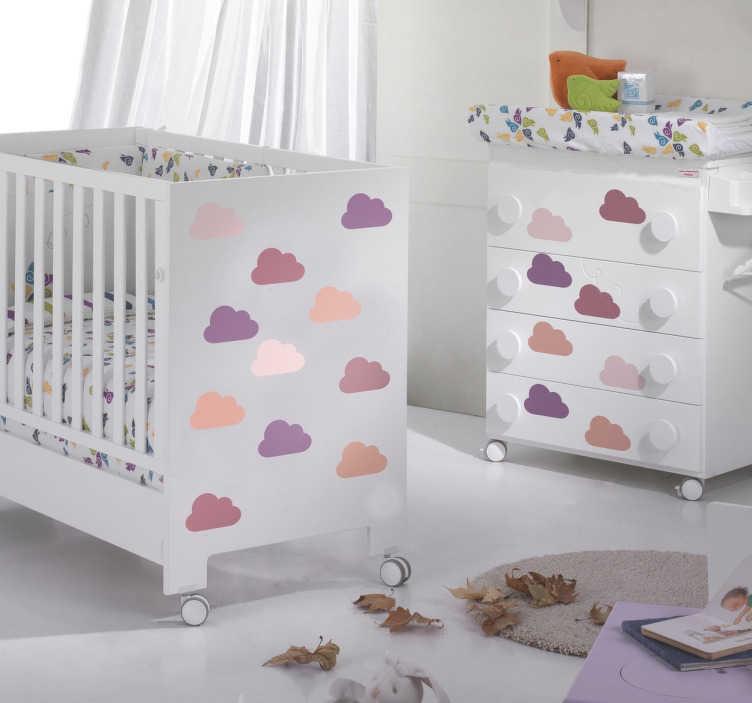 TenStickers. Roze tonige wolken stickers. Allemaal kleine wolkjes stickers in roze en paarse tonen kunnen nu in jouw kinderkamer of babykamer plakken! Heel leuk en makkelijk!