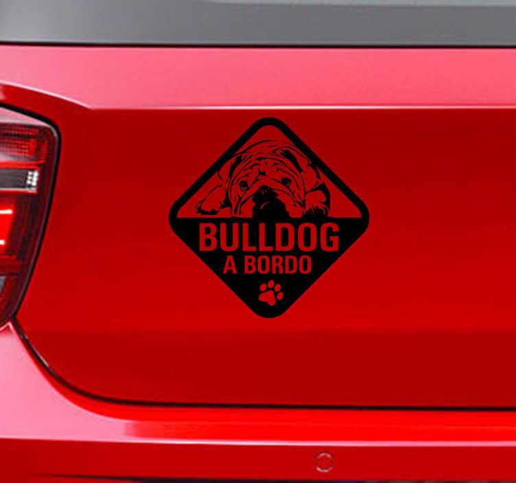 TenVinilo. Vinilo decorativo Bulldog a Bordo. Vinilo decorativo para los entusiastas de los Bulldog Inglés que deseen mostrar que lo llevan siempre en el coche y con él.