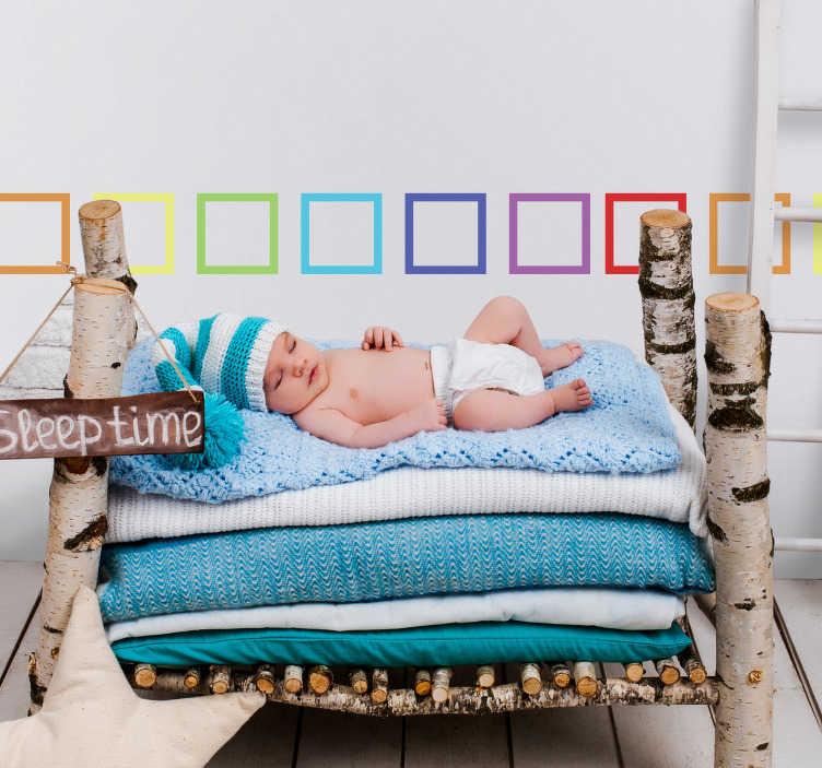 TenStickers. Farverige firkanter kantbånd sticker. Indret dit hjem med denne wallsticker, hvor hver firkant har forskellige farver. Bestående af i alt syv forskellige farver. Et dekorativt klistermærke