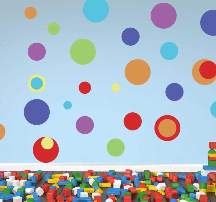 TenStickers. Wandtattoo Kinderzimmer bunte Kreise. Personalisieren Sie das Kinderzimmer mit diesem Wandtattoo, das Kreise in verschiedenen bunten Farben und Größen zeigt.