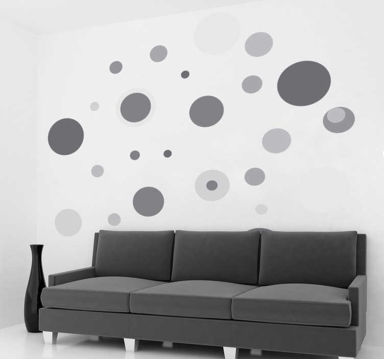 TenStickers. Wandtattoo graue Kreise. Personalisieren Sie Ihr Zuhause mit diesem individuellen Wandtattoo, das Kreise in verschiedenen Grautönen und Größen zeigt.