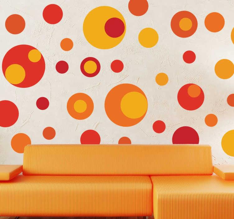 TenStickers. Verschillende cirkels sticker oranje. Allemaal verschillende cirkels met allemaal verschillende tinten rood en oranje! Allemaal verschillende maten met warme kleuren.