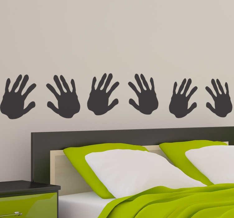 TenStickers. Sticker afdruk handen. Een leuke muursticker met hierop de afdruk van vier handpalmen. Deze set decoratie stickers kunnen helpen om uw huis te versieren en te decoreren.