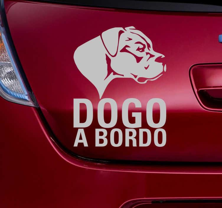 TenStickers. Adesivo per auto Dogo a bordo. Adesivo decorativo per auto, che raffigura la silhouette di un Dogo argentino e con la scritta a bordo