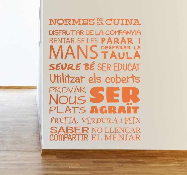 TenVinilo. Vinilo lista normes cuina. Listado de normas en catalán en vinilo con el que decorar las paredes de tu cocina.