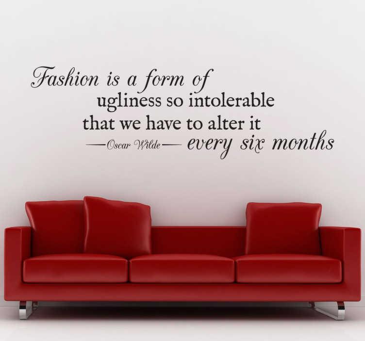"""TenStickers. Sticker texte changer mode. Une citation du célèbre Oscar Wilde, écrivain, poète et dramaturge anglais, sur sticker : """"Fashion is a form of ugliness so intolerable that we have to alter it every six month""""."""
