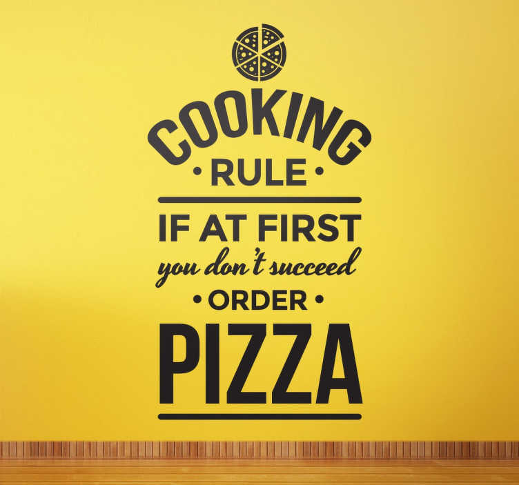 "TenStickers. Vinil decorativo regra cozinhar. Vinil decorativo de texto com regra de cozinha ""Cooking Rule. If at first you don´t suceed order pizza"". Torne a sua cozinha mais original!"