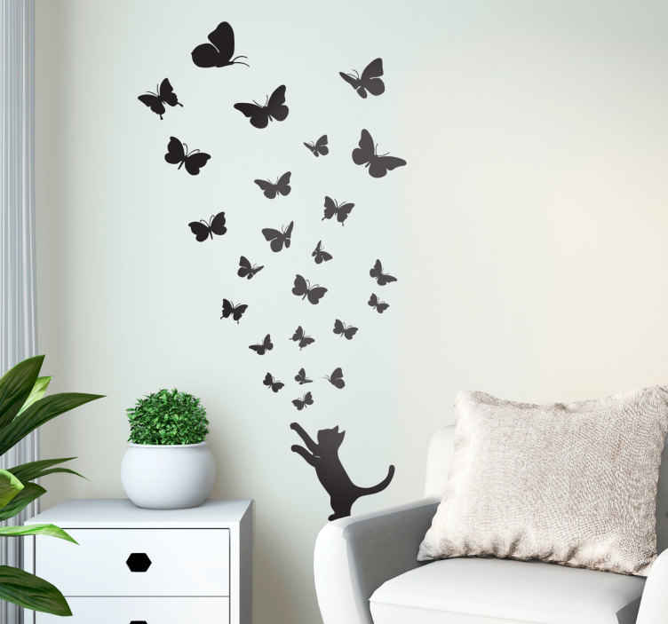 TenStickers. Sticker chat et papillons unicolore. Autocollant mural de chat, votre animal de compagnie favori, en train de jouer avec une multitude de papillons au design élégant.