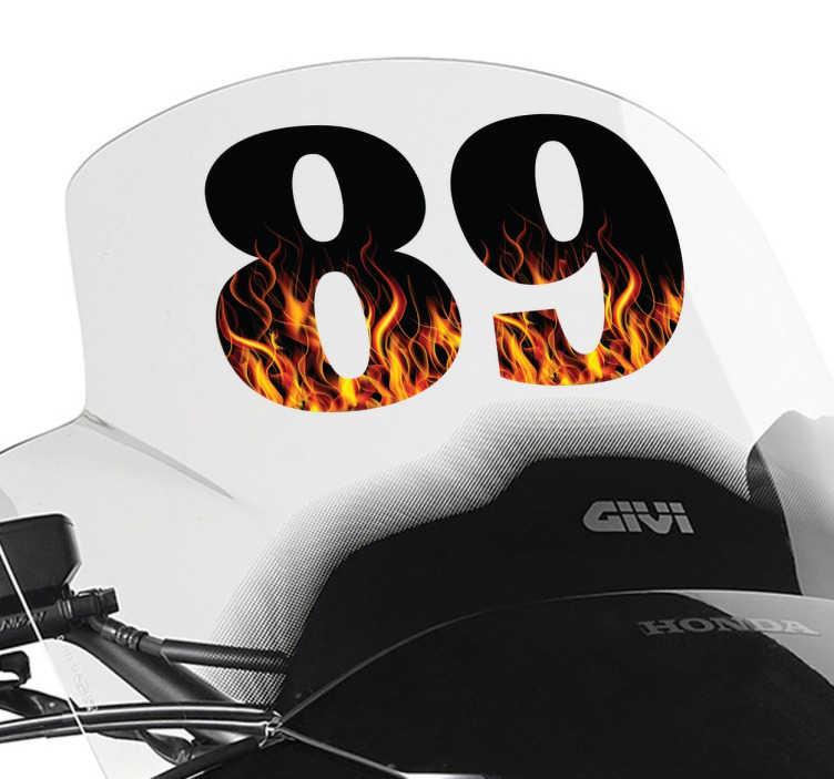 TenStickers. Naklejki numery w ogniu. Zjawiskowa naklejka na motor, inny pojazd, lub kask z czarnym numerem w którym widzimy gorące płomienie.