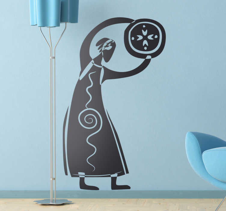 TenStickers. Stencil muro fantasia tribale. Adesivo murale che raffigura lo sciamano di un villaggio che regge in mano un'emblema circolare. Una decorazione originale per la tua camera da letto.