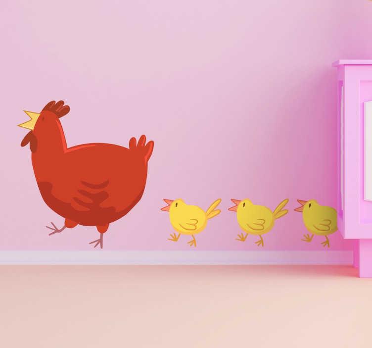 TenStickers. Moeder kip muursticker. Muursticker met de moeder kip! Ze wordt gevolgd door haar drie schattige kuikentjes!