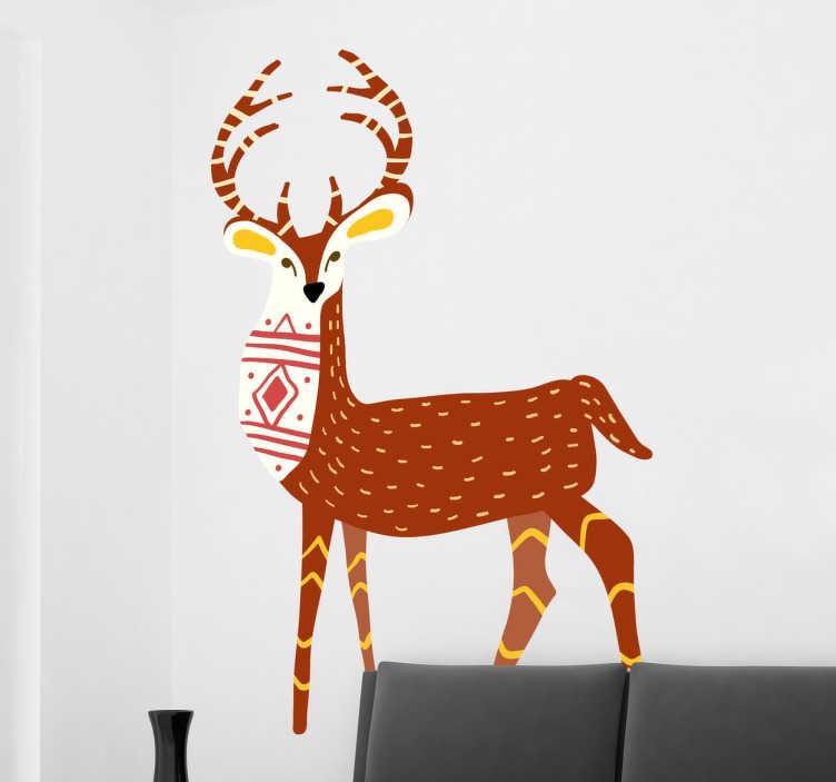 TenStickers. Naklejka świąteczny renifer. Pomysłowy wzór naklejki światecznej przedstawiający renifera, który przednią część futra ma pokrytą typowym świątecznym motywem. Całość zachowana w świetnie komponującej się kolorystyce.
