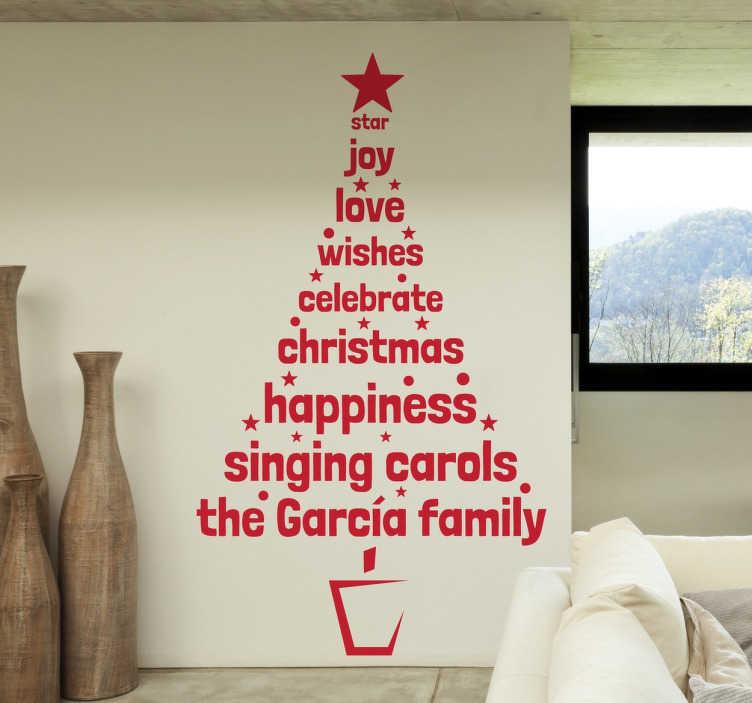 TenStickers. Naklejka świateczna choinka ze słów. Naklejka na ścianę przedstawiająca kształt choinki, który jest stworzony z angielskich słówek nawiązujących do Świąt Bożego Narodzenia.