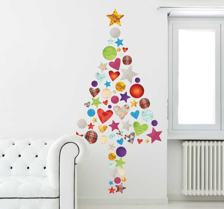 TenStickers. Vrolijke moderne kerstboom sticker. Deze originele kerstboom muursticker is samengesteld van allemaal kleurrijke en vrolijke hartjes, kerstballen, sterren etc.