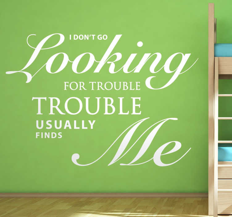 TenStickers. Harry Potter quote film sticker. Bekende quote van een van de meest bekende films ooit; Harry Potter! De tekst is: ¨I don´t go looking for trouble, trouble usually finds me¨!