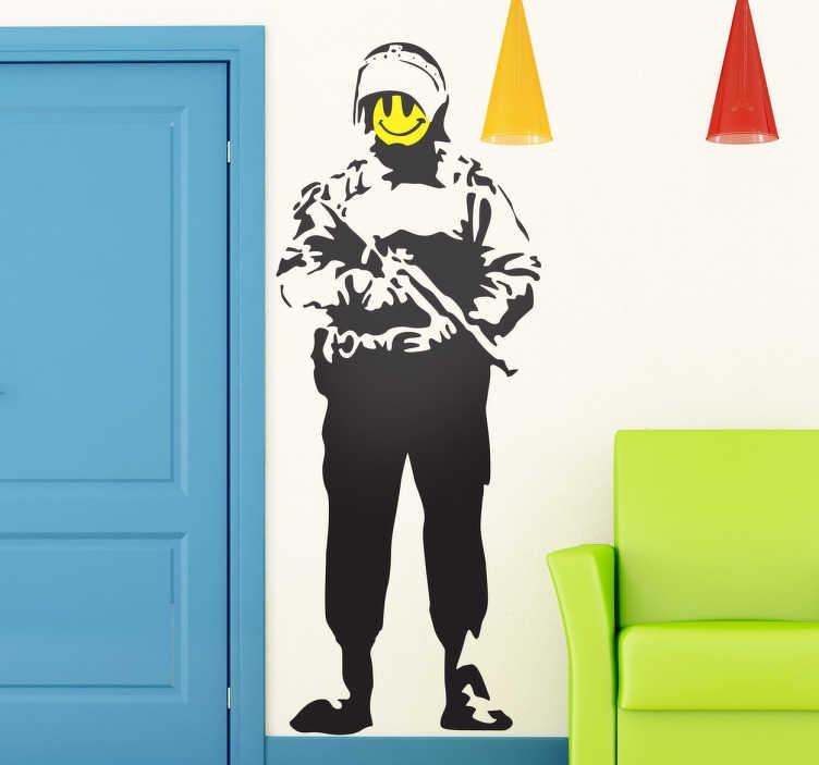 TenStickers. Sticker Banksy policier smiley. Retrouvez une des oeuvres les plus célèbres de l'artiste urbain Banksy, en version sticker pour décorer votre intérieur.