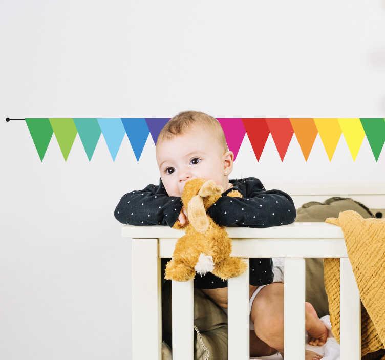 TenStickers. Sticker bambini bandiere arcobaleno. Dai un tocco di colore ed allegria allacamerettadi tuo figlio con questo bellissimoset di stickersche raffigura tante bandierine a forma triangolare con i colori tipici dell'arcobaleno.