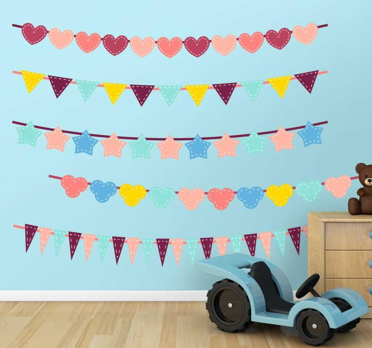 TenStickers. Adesivo infantil colecção de bandeiras. Conjunto de adesivos com pendentes festivos de diferentes formas e cores. Estrelas, corações, silhuetas de Mickey Mouse, triângulos...