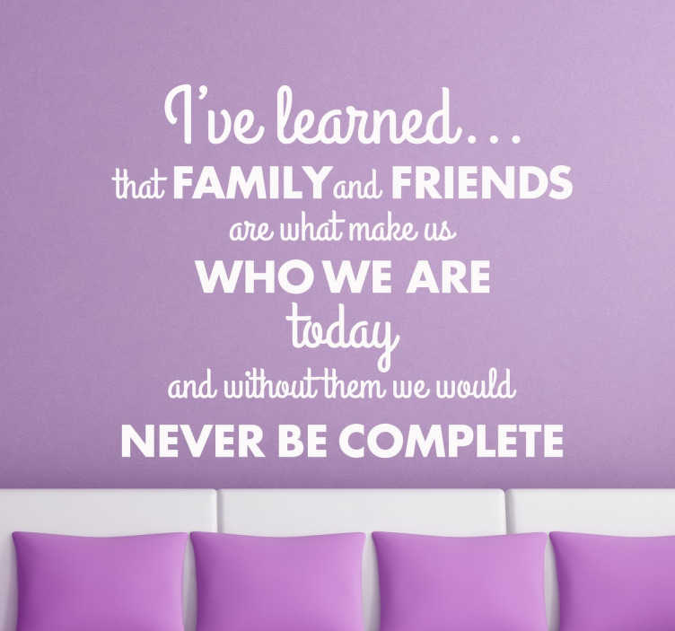 "TenStickers. Vinil decorativo frase familia e amigos. Vinil decorativo com a frase ""I've learned that Family and Friends are what make us who we are today and without them we would never be complete""."
