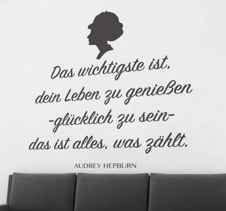 TenStickers. Audrey Hepburn Zitat. Text Sticker - Schönes Zitat von Audry Hepburn. Dekoriere dein Wohnzimmer, Schlafzimmer und weitere Räume.