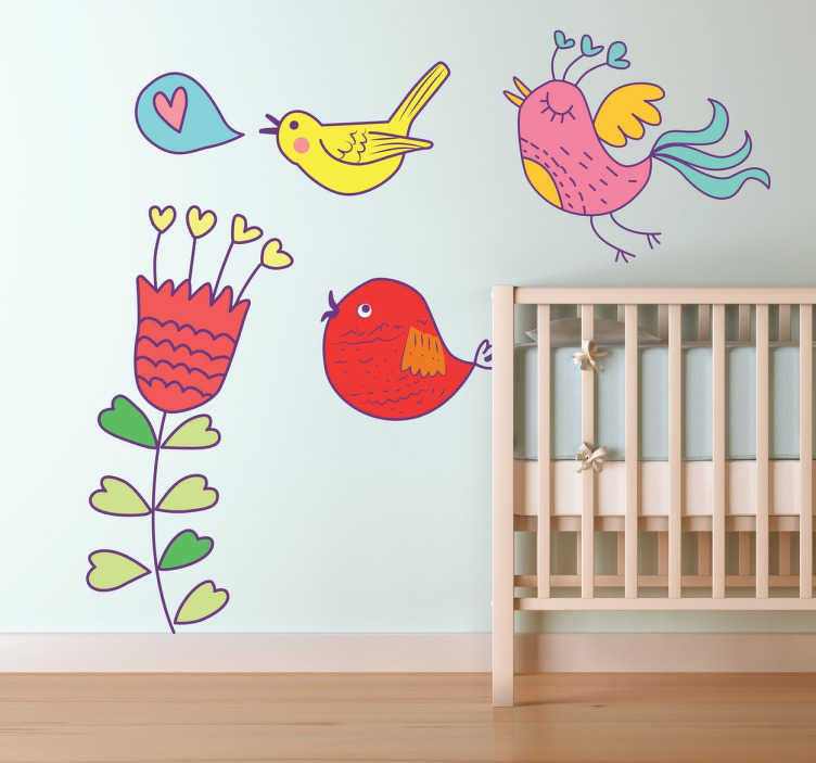 TenStickers. Vogels en Bloemen Kinderkamersticker. Een kleurvolle kinderkamer sticker met 3 verschillende vogels in vrolijke kleuren bij een mooie en vooral aparate rode bloem met allemaal hartjes!