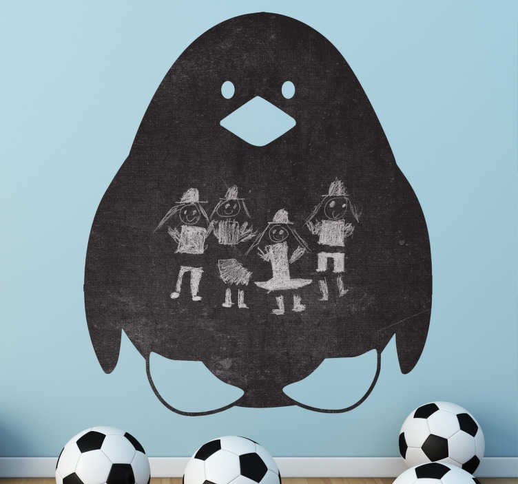 TenStickers. Pinguïn krijtbord sticker. Leuk en speelvolle krijtbord sticker van een lieve pinguïn! Je kunt deze sticker bestellen in het formaat dat jij wilt!