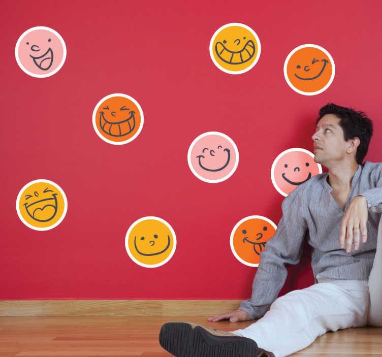 TenStickers. Smileys gekleurd sticker. Muursticker van allemaal verschillende smileys bij elkaar! Je ziet blije gezichtjes in verschillende kleuren!